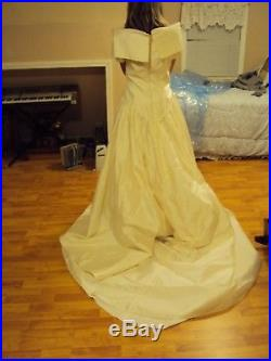 Unique Galina Short Sleeve White Wedding Dress, Veil & Slip Approx Sz 10