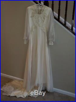 Vintage Wedding Dress Ivory Lace Beading Long Sleeve w Veil and Slip Size 16